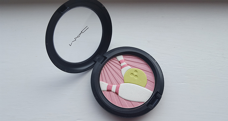 MAC: It's a strike! Face Powder